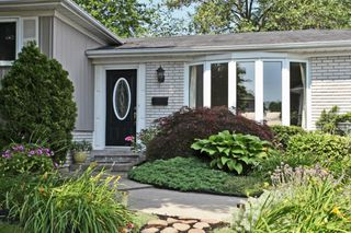 Photo 2: 456 Withnell Cres in : 1020 - WO West FRH for sale (Oakville)  : MLS®# OM2045624