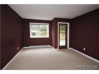 Photo 10: 111 1083 Tillicum Road in VICTORIA: Es Kinsmen Park Condo Apartment for sale (Esquimalt)  : MLS®# 274892