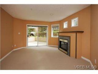 Photo 2: 111 1083 Tillicum Road in VICTORIA: Es Kinsmen Park Condo Apartment for sale (Esquimalt)  : MLS®# 274892