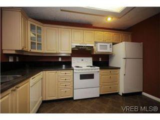 Photo 9: 111 1083 Tillicum Road in VICTORIA: Es Kinsmen Park Condo Apartment for sale (Esquimalt)  : MLS®# 274892