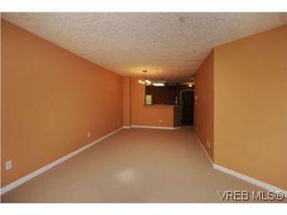 Photo 4: 111 1083 Tillicum Road in VICTORIA: Es Kinsmen Park Condo Apartment for sale (Esquimalt)  : MLS®# 274892
