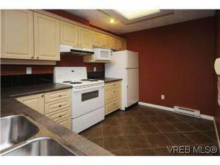 Photo 8: 111 1083 Tillicum Road in VICTORIA: Es Kinsmen Park Condo Apartment for sale (Esquimalt)  : MLS®# 274892