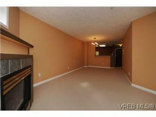 Photo 5: 111 1083 Tillicum Road in VICTORIA: Es Kinsmen Park Condo Apartment for sale (Esquimalt)  : MLS®# 274892
