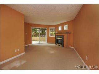 Photo 3: 111 1083 Tillicum Road in VICTORIA: Es Kinsmen Park Condo Apartment for sale (Esquimalt)  : MLS®# 274892