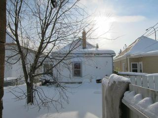Photo 2: 901 Selkirk Avenue in WINNIPEG: North End Residential for sale (North West Winnipeg)  : MLS®# 1301972