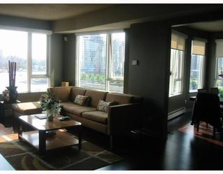 Photo 2: 703 1383 MARINASIDE Crescent in Vancouver West: Home for sale : MLS®# V787250