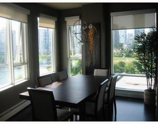 Photo 3: 703 1383 MARINASIDE Crescent in Vancouver West: Home for sale : MLS®# V787250