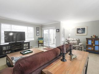 """Photo 3: 203 15991 THRIFT Avenue: White Rock Condo for sale in """"ARCADIAN"""" (South Surrey White Rock)  : MLS®# R2426934"""