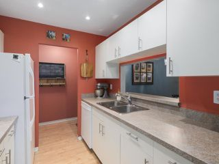 """Photo 10: 203 15991 THRIFT Avenue: White Rock Condo for sale in """"ARCADIAN"""" (South Surrey White Rock)  : MLS®# R2426934"""