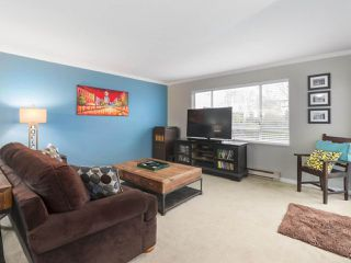 """Photo 2: 203 15991 THRIFT Avenue: White Rock Condo for sale in """"ARCADIAN"""" (South Surrey White Rock)  : MLS®# R2426934"""