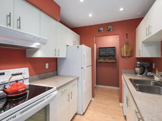 """Photo 9: 203 15991 THRIFT Avenue: White Rock Condo for sale in """"ARCADIAN"""" (South Surrey White Rock)  : MLS®# R2426934"""