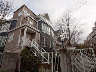 "Photo 1: 26 788 W 15TH Avenue in Vancouver: Fairview VW Townhouse for sale in ""SIXTEEN WILLOWS"" (Vancouver West)  : MLS®# V938784"