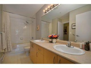 "Photo 6: 415 147 E 1ST Street in North Vancouver: Lower Lonsdale Condo for sale in ""CORONADO"" : MLS®# V980057"