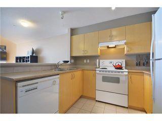 "Photo 4: 415 147 E 1ST Street in North Vancouver: Lower Lonsdale Condo for sale in ""CORONADO"" : MLS®# V980057"