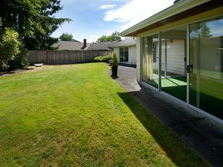 """Photo 3: 5625 GOLDENROD Crescent in Tsawwassen: Tsawwassen East House for sale in """"FOREST BY THE BAY"""" : MLS®# V1076232"""