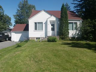Photo 2: 145 South Third Street in Beausejour: South end House for sale