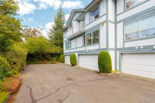 Photo 1: 20 3008 Quadra St in VICTORIA: Vi Mayfair Row/Townhouse for sale (Victoria)  : MLS®# 822598