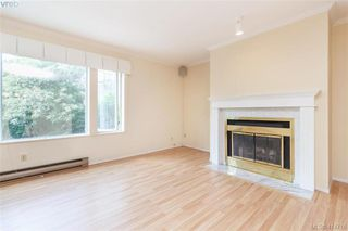 Photo 2: 20 3008 Quadra St in VICTORIA: Vi Mayfair Row/Townhouse for sale (Victoria)  : MLS®# 822598