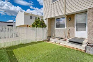 Photo 3: 5837 RIVERBEND Road in Edmonton: Zone 14 Townhouse for sale : MLS®# E4202774