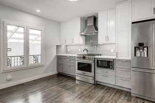 Photo 3: 2715 42 Street SW in Calgary: Glendale Detached for sale : MLS®# A1034490