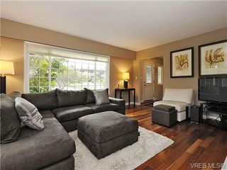 Photo 4: 2320 Hollyhill Place in VICTORIA: SE Arbutus Strata Duplex Unit for sale (Saanich East)  : MLS®# 328714