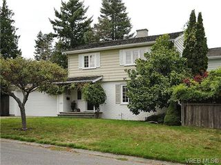 Photo 1: 2320 Hollyhill Place in VICTORIA: SE Arbutus Strata Duplex Unit for sale (Saanich East)  : MLS®# 328714