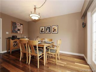 Photo 5: 2320 Hollyhill Place in VICTORIA: SE Arbutus Strata Duplex Unit for sale (Saanich East)  : MLS®# 328714