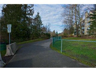 Photo 9: # 312 6707 SOUTHPOINT DR in Burnaby: South Slope Condo for sale (Burnaby South)  : MLS®# V865151