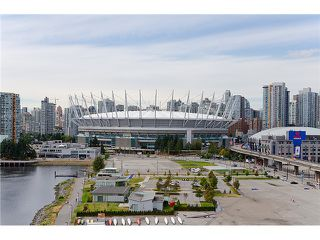"Photo 2: 1405 120 MILROSS Avenue in Vancouver: Mount Pleasant VE Condo for sale in ""BRIGHTON"" (Vancouver East)  : MLS®# V971476"