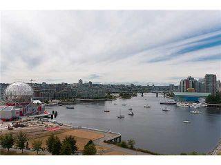 "Photo 1: 1405 120 MILROSS Avenue in Vancouver: Mount Pleasant VE Condo for sale in ""BRIGHTON"" (Vancouver East)  : MLS®# V971476"