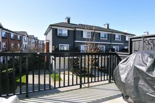 "Photo 3: 51 19572 FRASER Way in Pitt Meadows: South Meadows Townhouse for sale in ""COHO CHAPTER II"" : MLS®# V996391"
