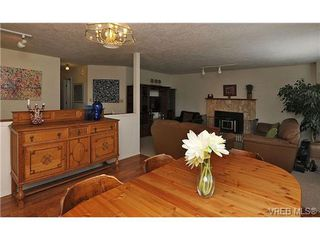 Photo 6: 1270 Lidgate Crt in VICTORIA: SW Strawberry Vale Single Family Detached for sale (Saanich West)  : MLS®# 643808