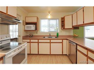 Photo 7: 1270 Lidgate Crt in VICTORIA: SW Strawberry Vale House for sale (Saanich West)  : MLS®# 643808