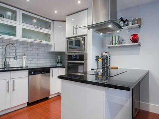 Photo 2: 308 1551 W 11th Av in Vancouver West: Fairview VW Condo for sale : MLS®# V1041865