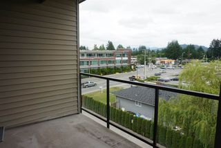 Photo 13: 402 33538 MARSHALL ROAD in Abbotsford: Central Abbotsford Condo for sale : MLS®# R2178045