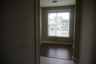 Photo 10: 402 33538 MARSHALL ROAD in Abbotsford: Central Abbotsford Condo for sale : MLS®# R2178045