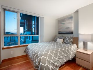Photo 10: 329 10 RENAISSANCE SQUARE in New Westminster: Quay Condo for sale : MLS®# R2330423