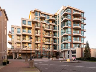 Photo 17: 329 10 RENAISSANCE SQUARE in New Westminster: Quay Condo for sale : MLS®# R2330423