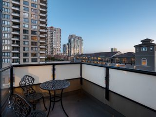Photo 16: 329 10 RENAISSANCE SQUARE in New Westminster: Quay Condo for sale : MLS®# R2330423