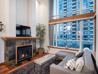 Photo 3: 329 10 RENAISSANCE SQUARE in New Westminster: Quay Condo for sale : MLS®# R2330423