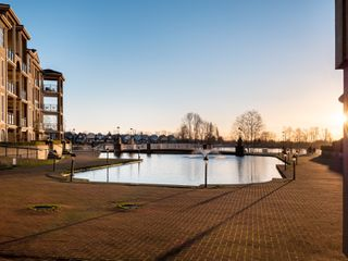 Photo 18: 329 10 RENAISSANCE SQUARE in New Westminster: Quay Condo for sale : MLS®# R2330423
