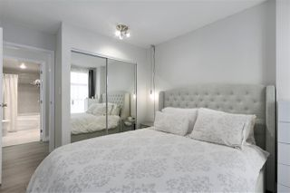 "Photo 14: 1502 939 HOMER Street in Vancouver: Yaletown Condo for sale in ""The Pinnacle"" (Vancouver West)  : MLS®# R2421696"