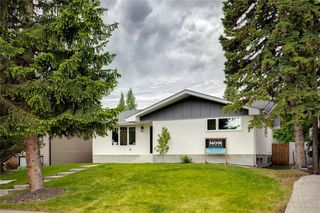 Photo 2: 2960 LATHOM Crescent SW in Calgary: Lakeview Detached for sale : MLS®# C4304822