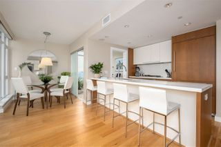 """Photo 2: 2505 1372 SEYMOUR Street in Vancouver: Downtown VW Condo for sale in """"The Mark - Onni"""" (Vancouver West)  : MLS®# R2504998"""