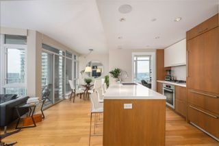 """Photo 3: 2505 1372 SEYMOUR Street in Vancouver: Downtown VW Condo for sale in """"The Mark - Onni"""" (Vancouver West)  : MLS®# R2504998"""