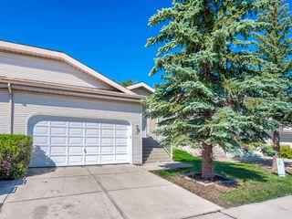 Photo 2: 35 Millbank Hill SW in Calgary: Millrise Semi Detached for sale : MLS®# A1051439