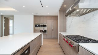 """Photo 8: 903 2289 BELLEVUE Avenue in West Vancouver: Dundarave Condo for sale in """"Bellevue by Cressey"""" : MLS®# R2527495"""