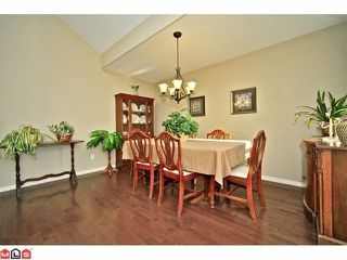 "Photo 3: 102 4001 OLD CLAYBURN Road in Abbotsford: Abbotsford East Townhouse for sale in ""CEDAR SPRINGS"" : MLS®# F1306251"