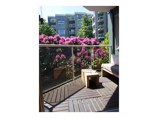 "Photo 2: # 301 1510 W 1ST AV in Vancouver: False Creek Condo for sale in ""MARINER POINT"" (Vancouver West)  : MLS®# V1026400"