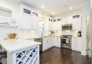 Photo 2: 1833 NAPIER STREET in Vancouver: Grandview VE House 1/2 Duplex for sale (Vancouver East)  : MLS®# R2043418
